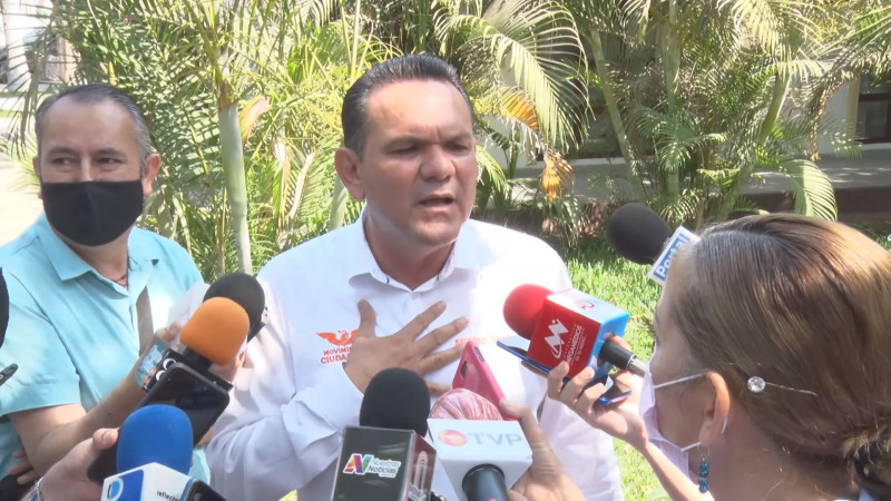 Sigue acoso en ayuntamientos, contra los que me apoyan: Sergio Torres