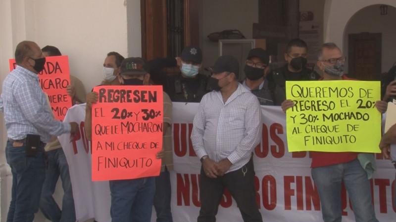 Continúa manifestación de policías jubilados de Culiacán