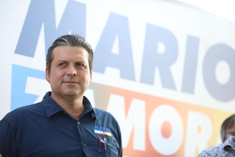 Se compromete Mario Zamora a construir malecón y muelle en Playa Colorada, Angostura