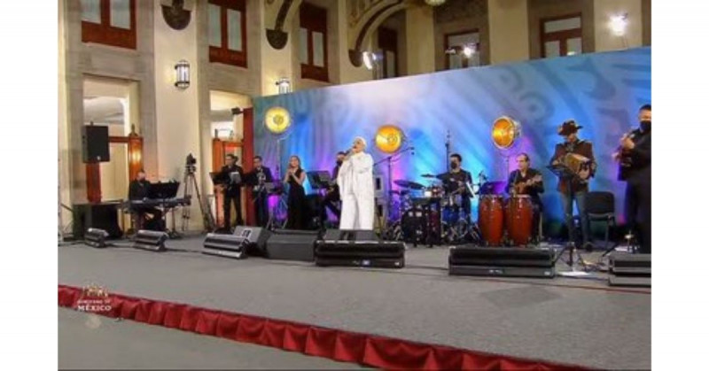 """La """"mañanera"""" de este Día de las Madres se convirtió en un concierto de Eugenia León"""