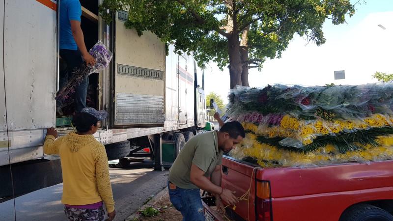 Vendedores de flores reportan buenas ventas el dia de las madres