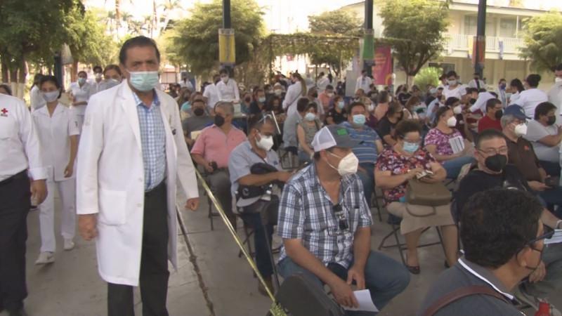 Arranca la vacunación para docentes en Sinaloa