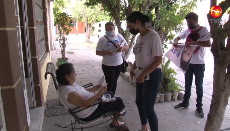 Recorre Elsy López la colonia Juárez en Mazatlán
