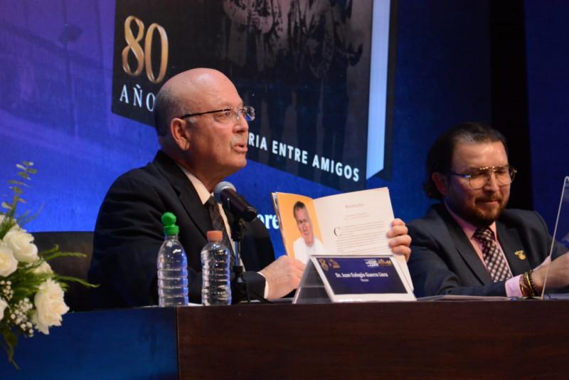 """Presentan el libro """"80 años de trayectoria entre amigos de Banda El Recodo de Cruz Lizárraga"""""""