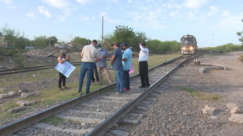Se manifiestan trabajadores de Ferromex en Los Mochis