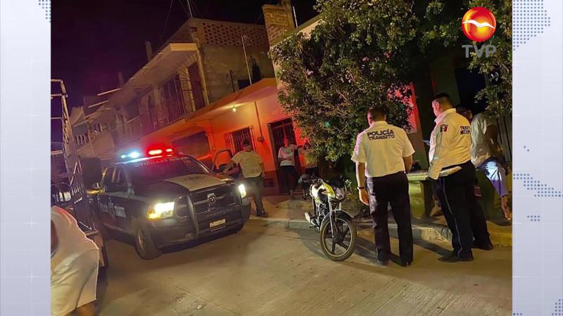 Se impacta joven contra remolque en Villa Unión