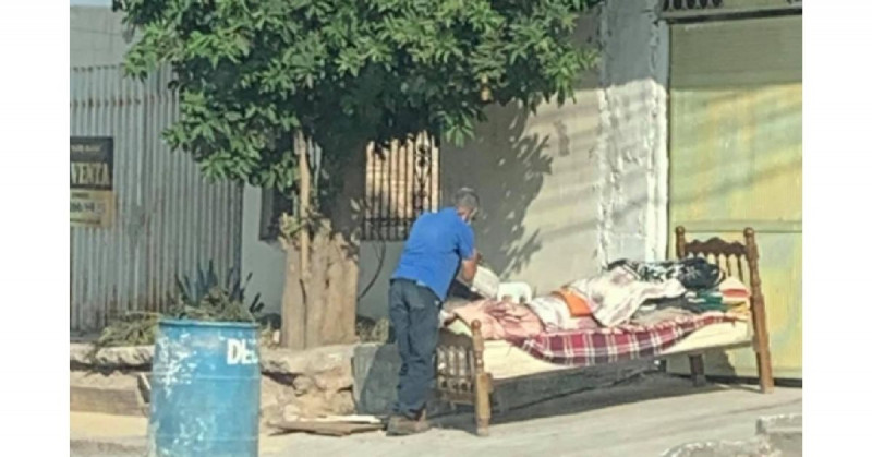 Denuncian a los hijastros de Don Pánfilo por echarlo a la calle tras la muerte de su esposa