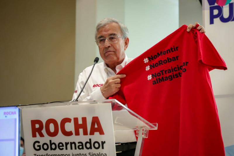 De maestro a maestro, Rocha Moya se compromete a atender el sector educativo