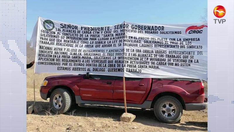 Protestan transportistas en visita de AMLO a la Santa María