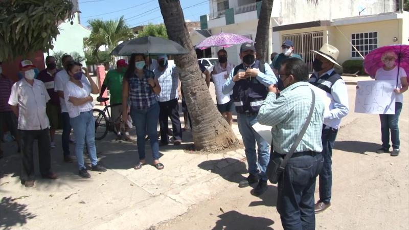 Piden muro y tirar el gran árbol en Jacarandas
