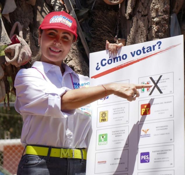 Esposa de Mario Zamora escucha peticiones en colonias populares de Ahome y explica paso a paso para votar por los Candidatos de la alianza PRI, PAN y PRD