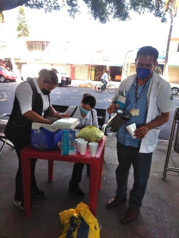 Darán agua y sueros de vida oral a la población en plazuelas