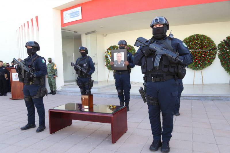 Con emotivo homenaje, despiden a director de la Policía Estatal asesinado