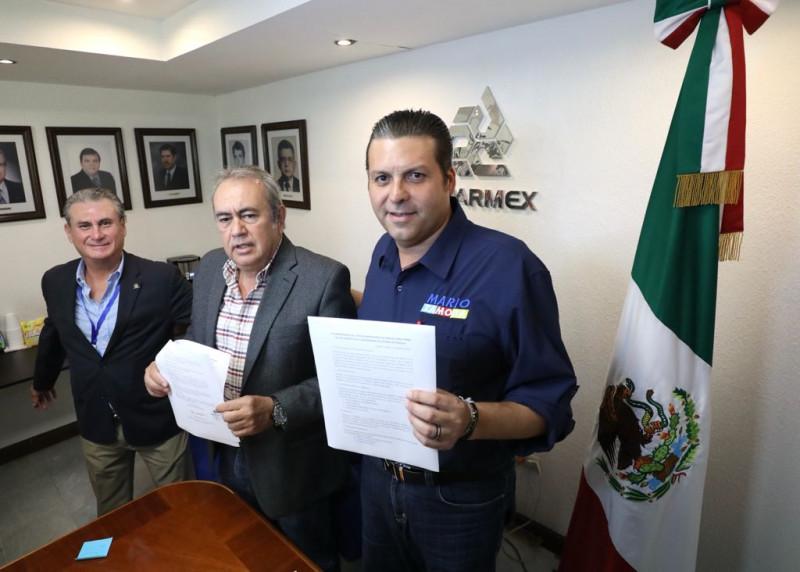Mario Zamora firma 10 compromisos con COPARMEX