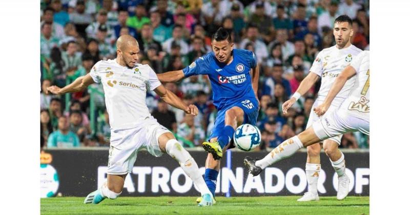 Cruz Azul visita esta noche a Santos buscando romper su maldición de más de 20 años sin ser campeón