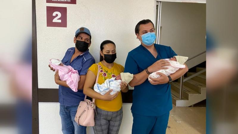 Trillizos que nacieron en el HG de Los Mochis ya están en los brazos de su madre