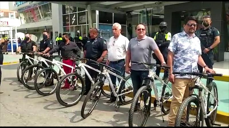 Entregan bicicletas a policía turística