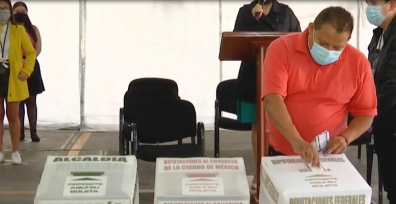 Los ciudadanos pueden llevar su pluma a la hora de votar