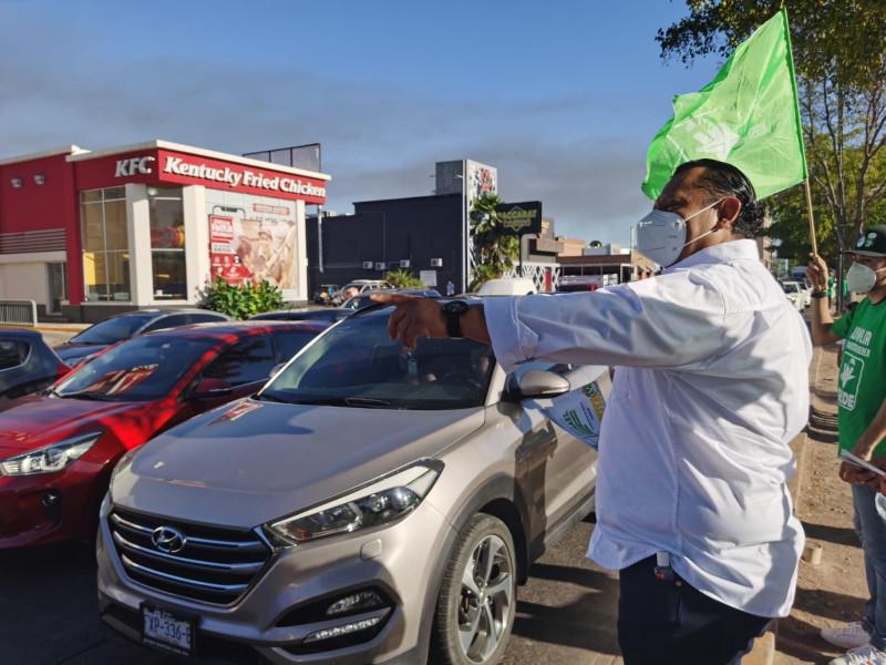 Candidato de Verde al gobierno de Sinaloa, cierra con toque de puerta.
