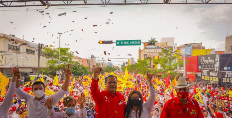 Cierra campaña Mingo Vázquez en Los Mochis ante cientos de personas