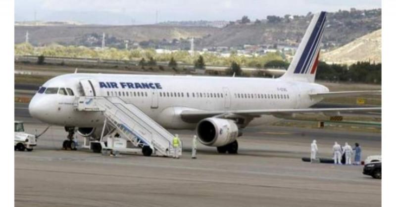 Aíslan avión en París por amenaza de bomba