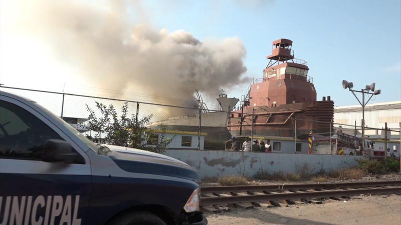 Se incendia embarcación en astillero
