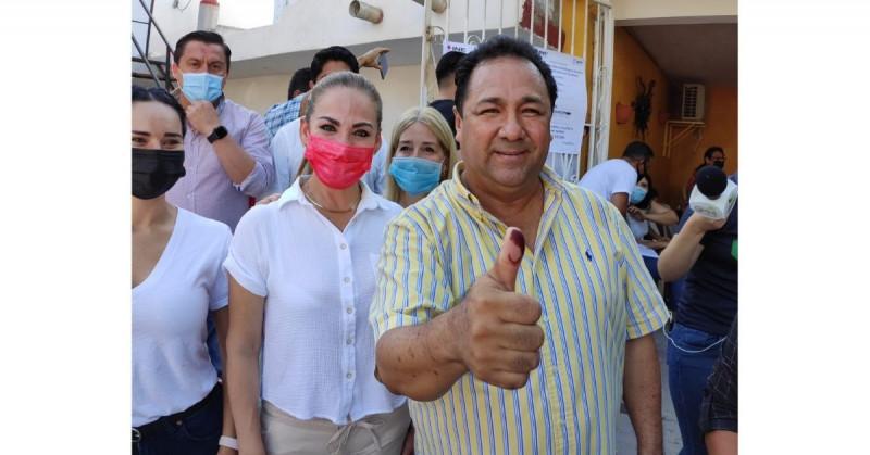 Fernando Pucheta votó en la colonia Obrera