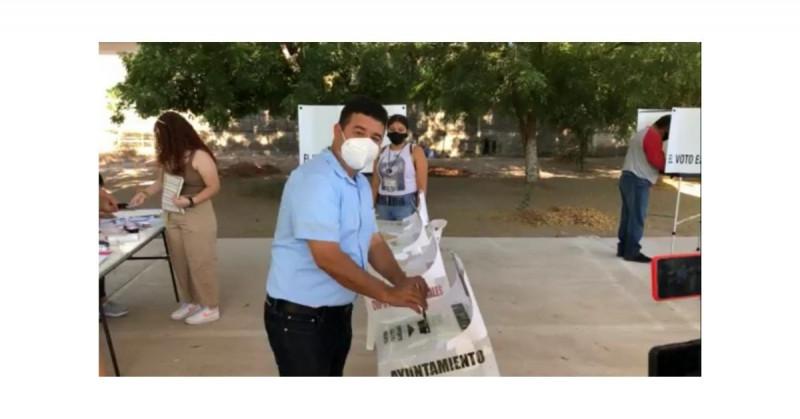 Villagrana emitió su voto en CAM Escuinapa