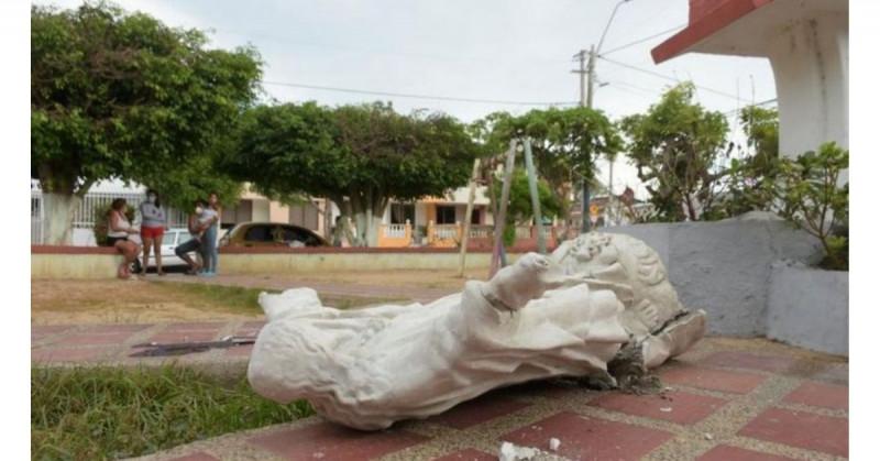 Madre se descuida en una llamada y su hija muere aplastada por una estatua de 150 kg