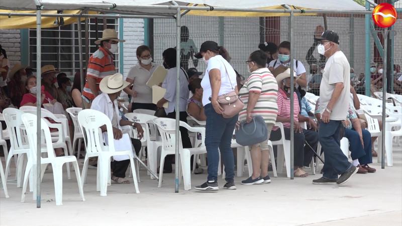 Se reanuda vacunación de adultos mayores en la zona rural
