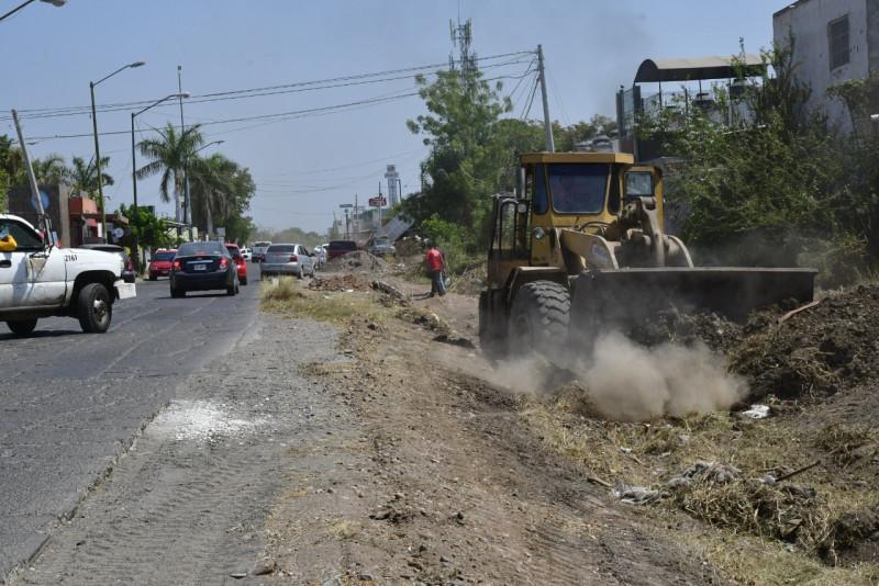 20% de avance en limpieza de drenes y canales en Culiacán..