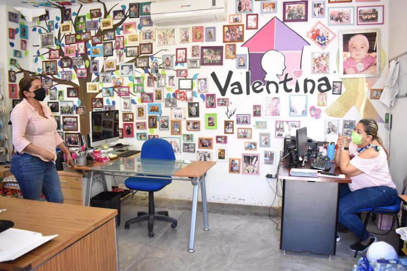 Entrega Ayuntamiento de Elota tapas a Casa Valentina