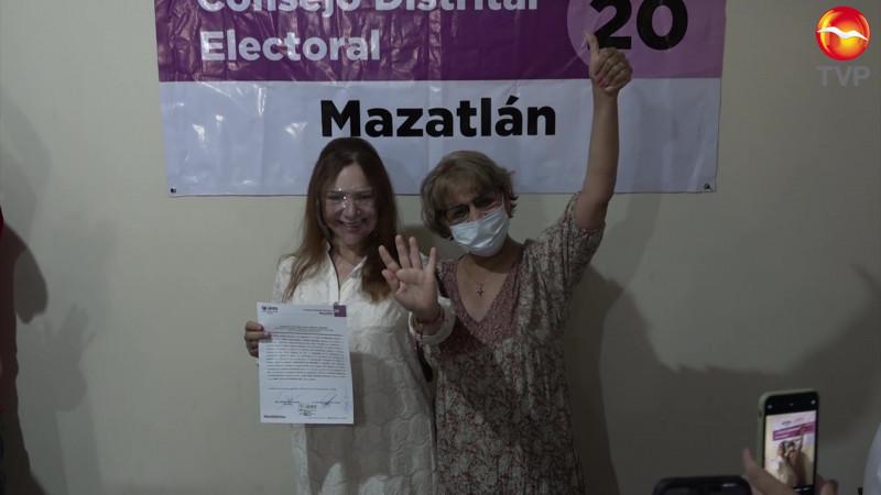 Recibe Alma Garzón constancia como Diputada electa en el Distrito 20
