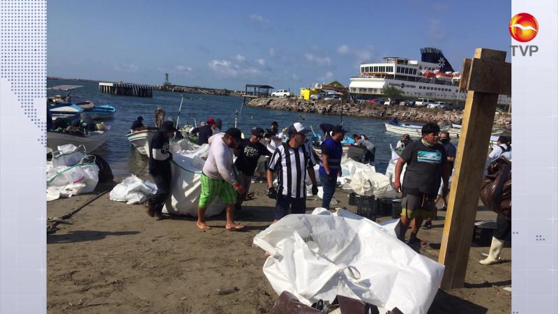 Premian a la pesca... de basura en playas de Mazatlán