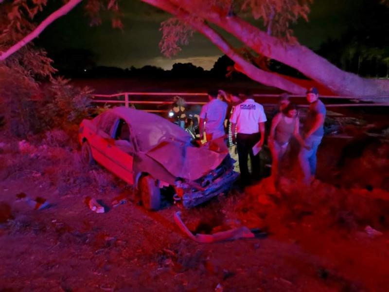 Automóvil vuelca en la carretera rumbo al Walamo; conductor resulta ileso