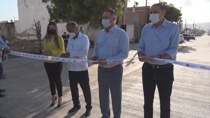 Con concreto hidráulico Gobierno del Estado pavimenta la calle Santa Lucia