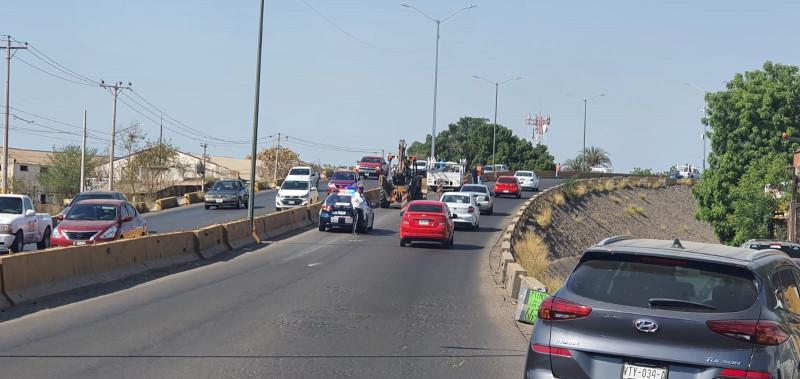 Cerrado un carril del puente Francisco Villa en el Palmito