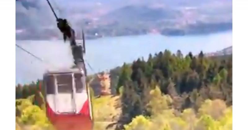 Mueren 14 personas al romperse el cable de un teleférico italiano (video)