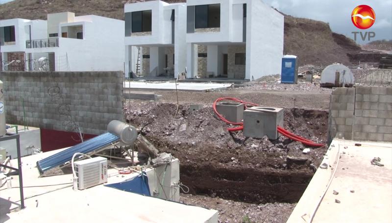Cae barda en vivienda contigua a cerro dinamitado en Real del Valle