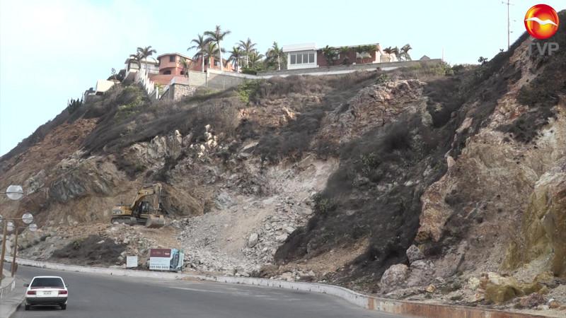 Viola construcción en Cerro del Vigía el Atlas de Riesgo de Mazatlán