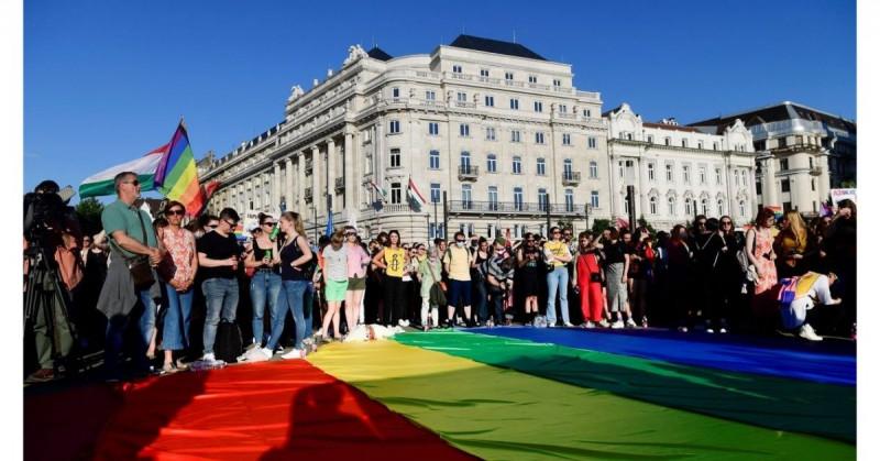 Europa entra en conflicto por ley húngara que discrimina a los homosexuales