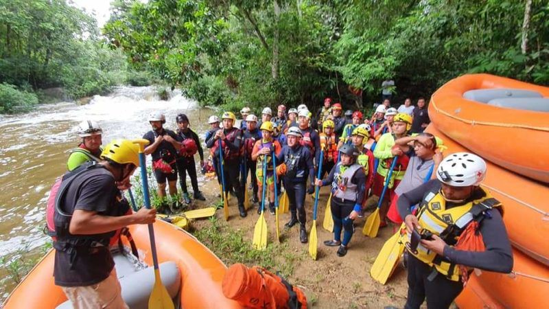 Bomberos de Culiacán se entrenan en rescate y salvamento en aguas rápidas
