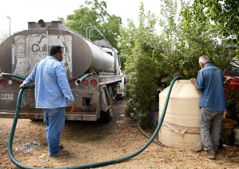 Abastece JAPAC de agua potable a comunidades que padecen de estiaje