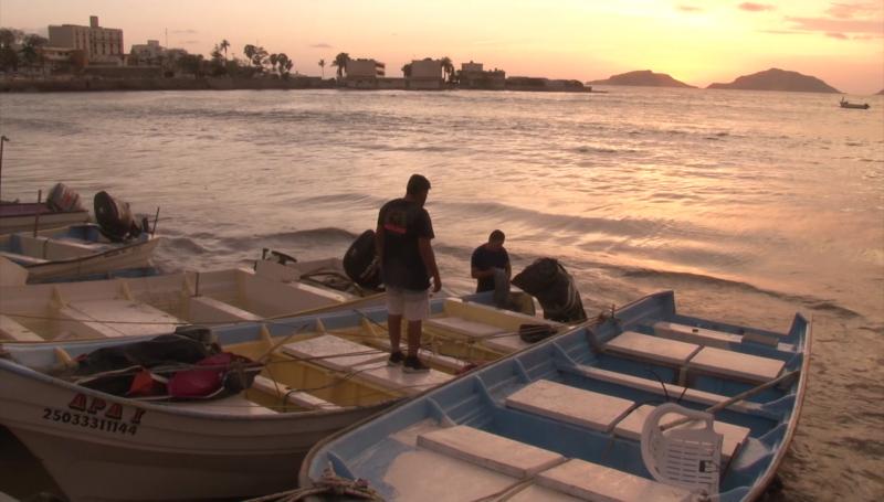 Marea alta ocasiona daños en lanchas de pescadores de Playa Norte