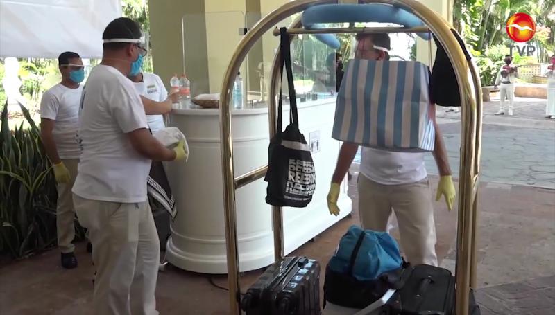 Buscan vacunar a trabajadores del sector turístico en Mazatlán