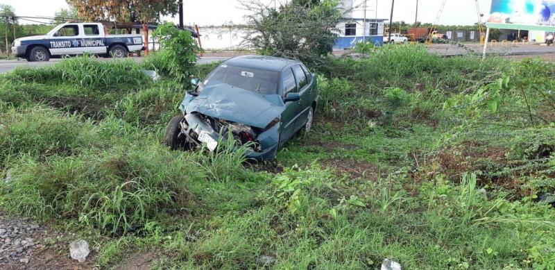 Tren embistió a automóvil en Escuinapa