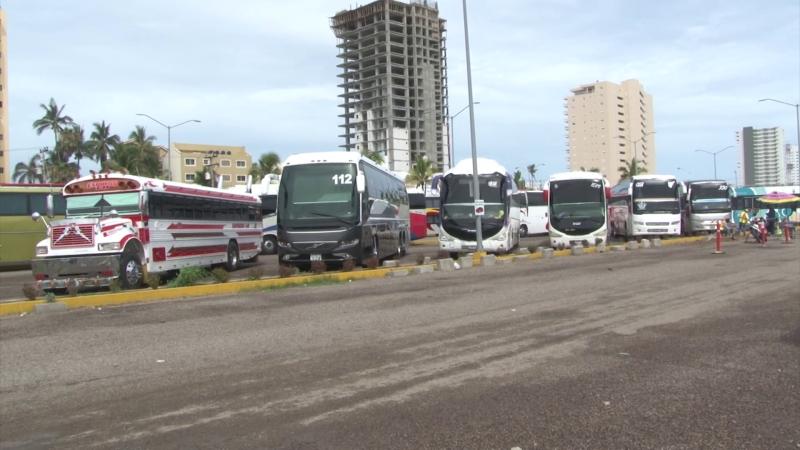 Lleno Mazatlán de camiones turísticos