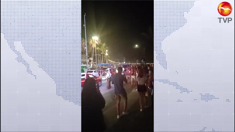 Abarrotan Mazatlán, sin cubrebocas, con todo y alerta sanitaria