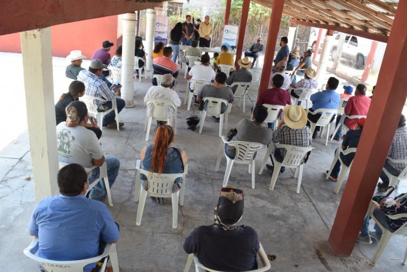 Transportistas de personal al campo se manifiestan a favor de la planta de fertilizantes