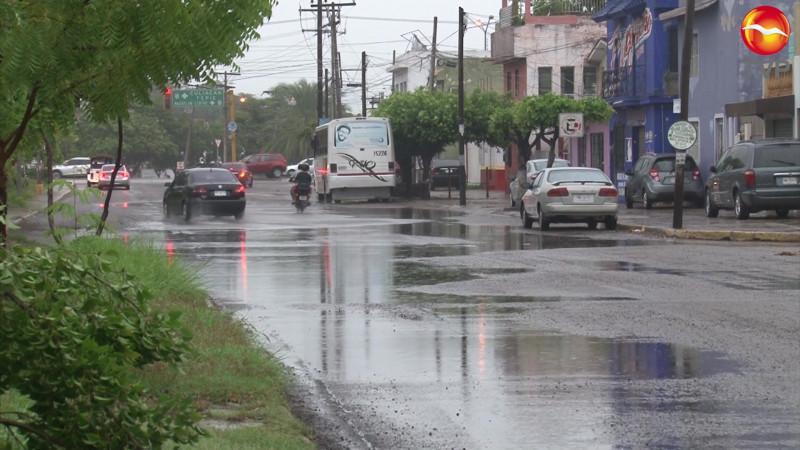 Sin afectaciones en Mazatlán, por lluvias tras 'Enrique': Químico Benítez